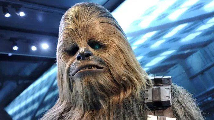 Wow, Ngeri! Chewbacca Robek Lengan Orang dalam Deleted Scene Film