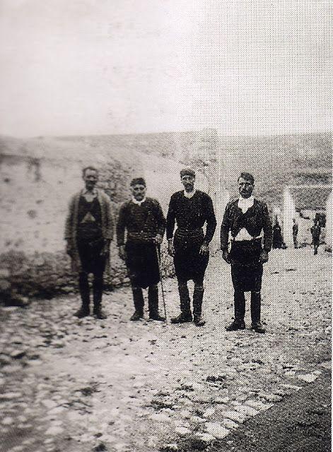 Κρητικοί στο χωριό ΜΠΟΥΓΑΔΑ  ΜΕΤΟΧΙ  -  ΚΝΩΣΣΟΣ  1934. JOHN  PENDLEBURY