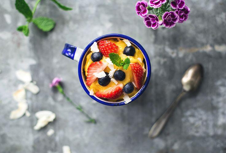 Sommarens enklaste och fräschaste glass? Den här svalkande mangosorbet mixar du ihop på ett kick. Passar perfekt att äta en varm sommardag!