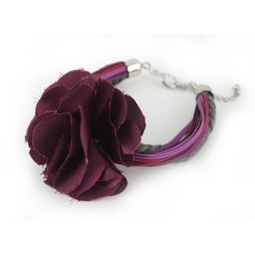 BRACCIALE GRINDELIA RASO VIOLA E GRIGIO  -  Bracciale multifilo con rosa in raso. Chiusura regolabile a moschettone in metallo anallergico.