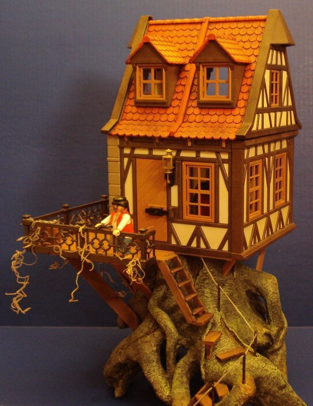Custom made Playmobil treehouse