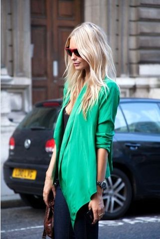 kelly green & beach blonde hairBlondes Hair, Fashion, Hair Colors, Clothing, Emeralds Green, Street Style, Green Blazers, Jackets, Kelly Green