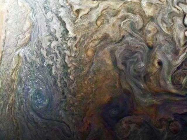 2016年7月に木星に到着したNASAの木星探査機ジュノーが、これまでにない鮮明さで太陽系最大の惑星をとらえた。