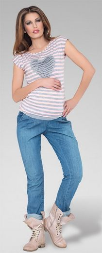 Blugi pentru gravide foarte comozi, foarte casual si foarte cool. Ies cu totul din tiparele obisnuite de haine pentru gravide si te fac sa te simti trendy, chiar si cu o burtica in continua crestere. Au o culoare deschisa, material usor (99 % bumbac soft), un design portivit pentru orice silueta si banda inalta adaptabile pe durata sarcinii.