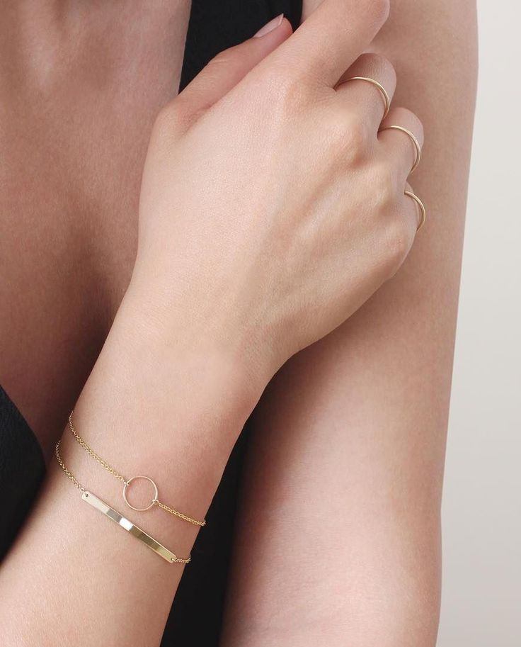 Wrap yourself up in minimal solid gold jewelry from Vrai & Oro | www.vraiandoro.com