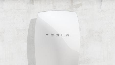 Power up: New solar power tech on the way from Tesla's SolarCity Read more Technology News Here --> http://digitaltechnologynews.com Tesla's deal to acquire solar panel company SolarCity hasn't even closed yet but Tesla CEO Elon Musk is already preparing to reveal his vision for the two companies.  Musk took to Twitter today to tease the introduction of a SolarCity solar panel roof new Powerwall battery and a new Tesla car charger. Soon you'll be able to run your home and your Tesla…