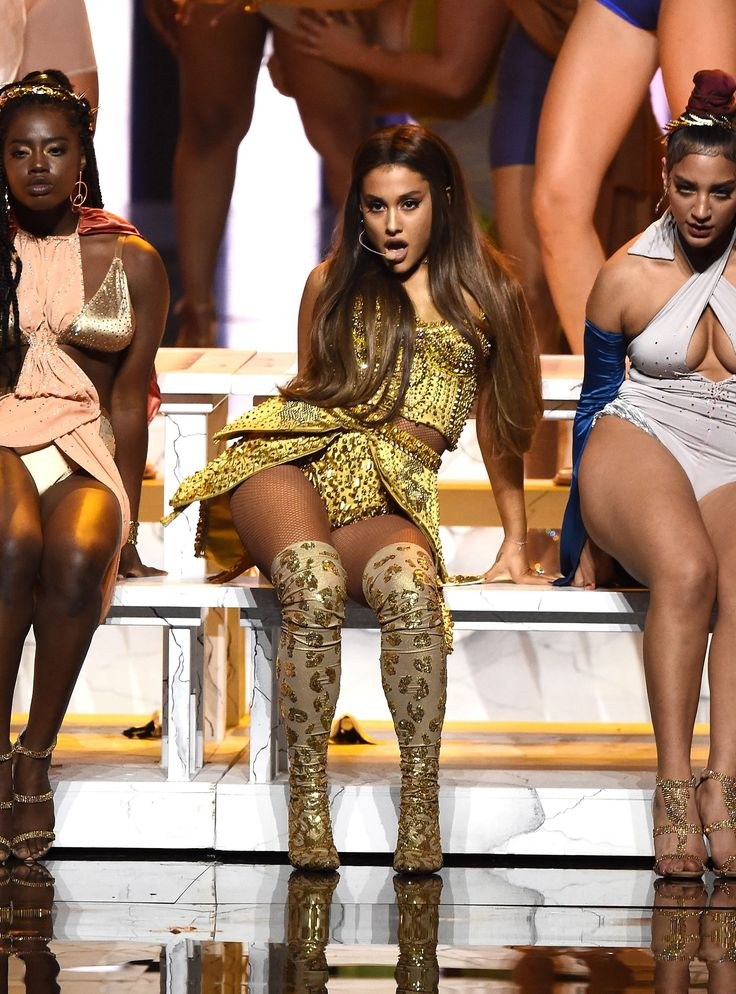 Ariana Grande Completely Recreated The Last Supper At The ...