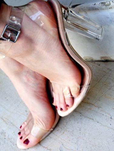 Γυναικείο πέδιλο με τακούνι  http://handmadecollectionqueens.com/γυναικειο-πεδιλο-με-τακουνι  #fashion #pump #women #footwear #women #style #storiesforqueens