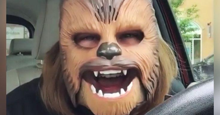 Video de mujer con mascara de Chewbacca se vuelve viral