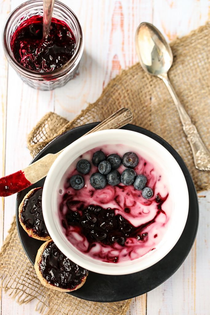 Summertime Breakfast Bowl with Black Currant Compote | vegan, gluten-free