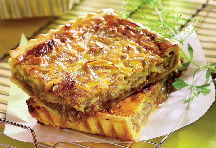 Rosie sau alba, ramane la latitudinea ta, leguma devine un deliciu cand prepari o tarta cu ceapa caramelizata.