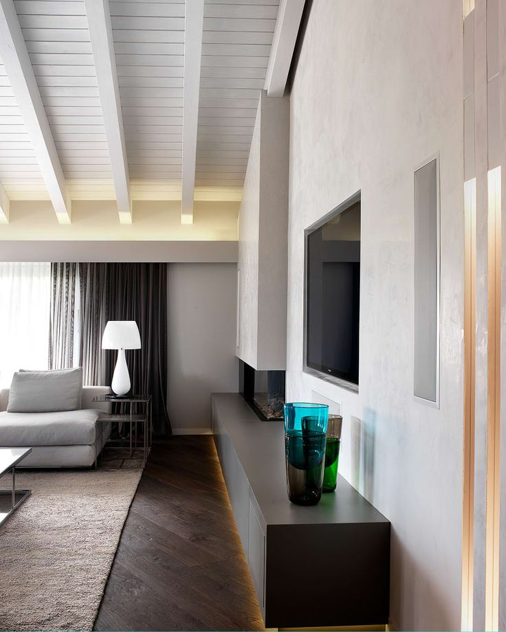 Sfoglia le immagini di Soggiorno in stile in stile Moderno di Soggiorno – dettaglio zona camino-tv. Lasciati ispirare dalle nostre immagini per trovare l'idea perfetta per la tua casa.