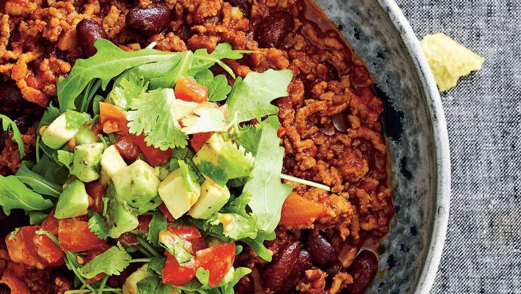 I denne uge skal depoterne fyldes op med proteinrige bønner og linser. Her får du opskriften på chili con carne med kalvekød og avocadotopping