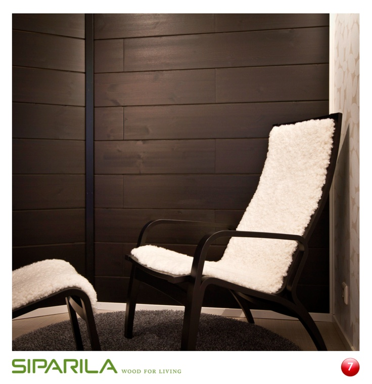 AITO sisustuslevy, mustana tuo mystiikkaa suomalaisiin olohuoneisiin. Saatavana myös rauhoittavana harmaana ja kuultavan valkoisena.