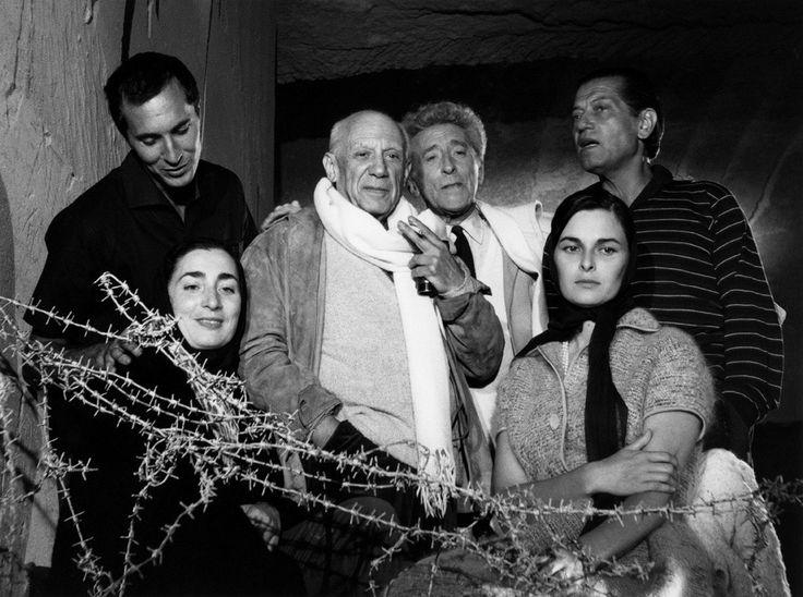Testament d'Orphée 1959, Les Baux de Provence. Dominguin, Jacqueline, Picasso, Cocteau, L. Bose, Serge Lafar © Lucien Clergue