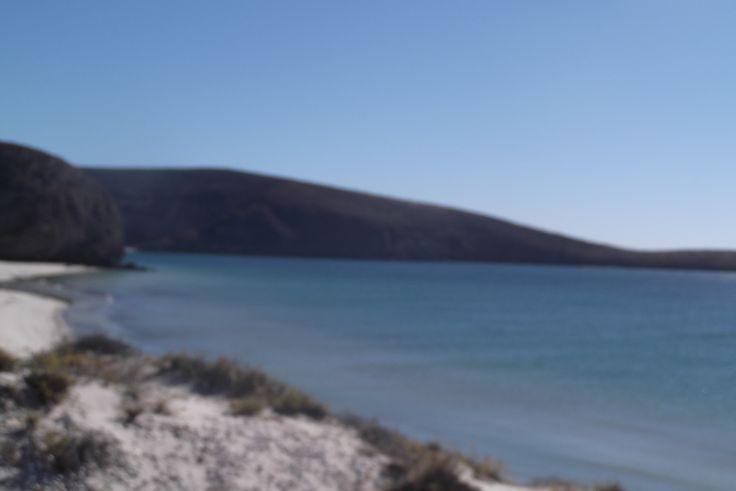 Acampar en la playa y apreciar la naturaleza