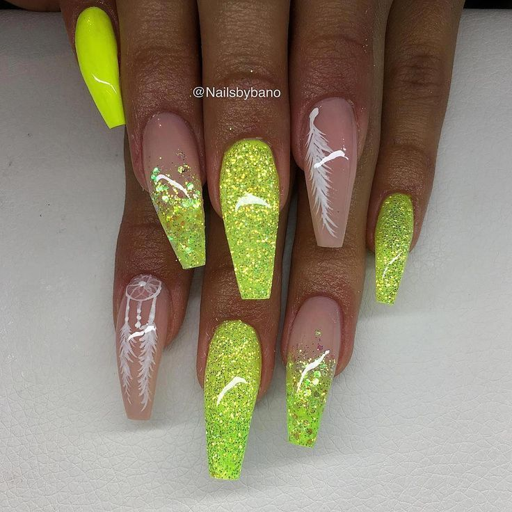 'Neon yellow', Customized glitter & hand painted nail art ✨ #birthdaynails   – Nageldesign