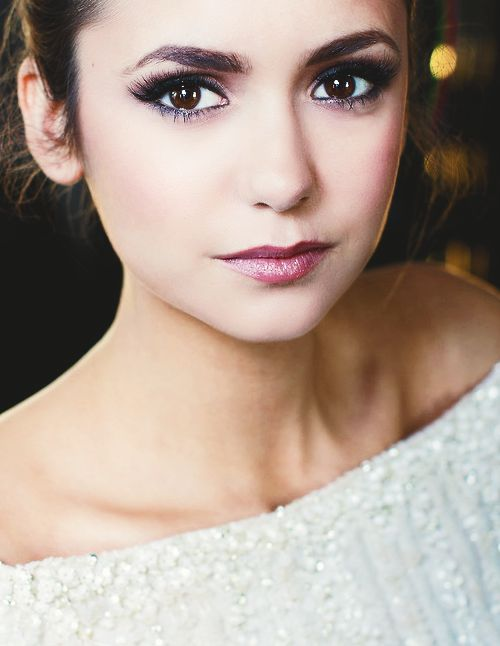 Nina Dobrev knows how to make simple makeup look amazing... #beauty