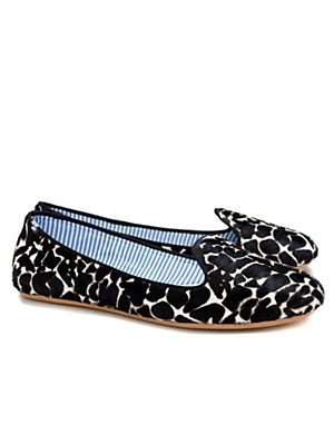 Ah giraffe print flats?? I must have these