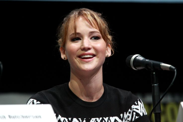 Hottest Female Actresses and Latest Gossip in 2016 JENNIFER LAWRENCE top name in the hollywood actors category is Jennifer Lawrence. She always seems to be in the spotlight, but she is not often linked to many big names in the industry. She seems to keep a lower profile, but is creating a lot of buzz for her friendship with Amy Schumer.
