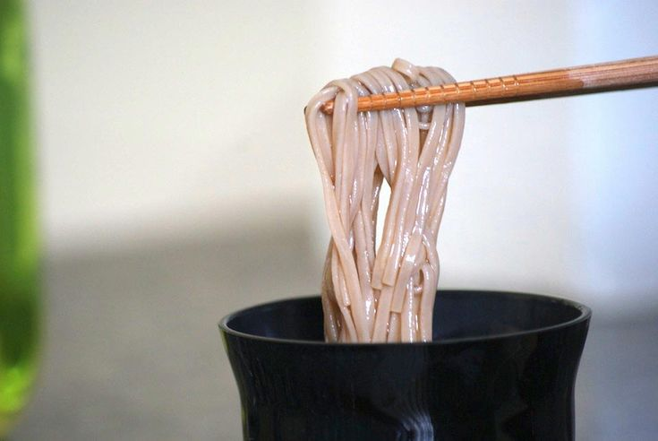 5 #Chinese Eating Habits Explained! From how to rest your #chopsticks to handling your #noodles with ease!