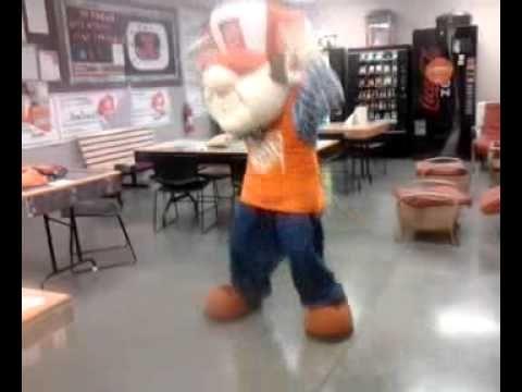 Homer De Poe  dancing like there's no one watching!!! Go Homer!