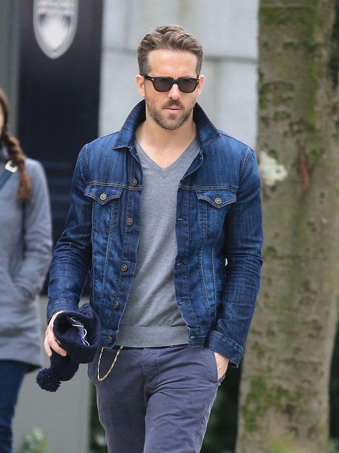 Um visual quase que monocromático pode ganhar vida com a jaqueta jeans.