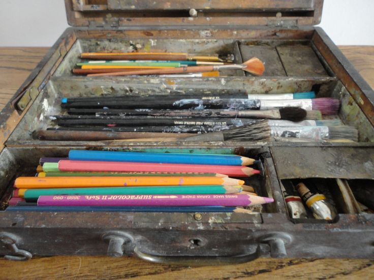 The ancient oil paint travelling case