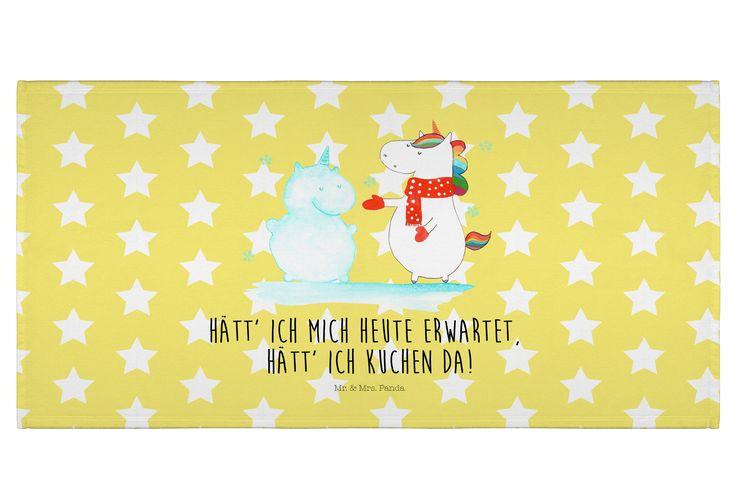 50 x 100 Handtuch Einhorn Schneemann aus Kunstfaser  Natur - Das Original von Mr. & Mrs. Panda.  Dieses wunderschöne Handtuch von Mr. & Mrs. Panda hat die Größe 50 x 100 cm und ist perfekt für dein Badezimmer oder als Badehandtuch einsetzbar.    Über unser Motiv Einhorn Schneemann  Das Winter-Einhorn macht richtig Lust auf den ersten Schnee. Schon mal probiert, sich ein Ebenbild aus Schnee zu bauen? Dann wird es aber Zeit. Aber nicht den Kuchen für den Doppelgänger vergessen!    Verwendete…