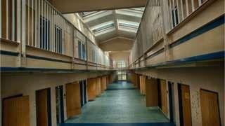 Blundeston Prison: Inside Reggie Kray's old prison cell - BBC News