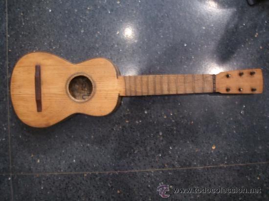 Pequeña guitarra antigua. Fabricada en la Calle de las Escuelas Pias nº4 de Zaragoza. 5 cuerdas. - Foto 1