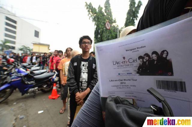Konser band L'Arc en Ciel akan digelar besok Rabu (2/5) di Hall D Senayan, Jakarta, dengan tiket konser terbagi dalam tiga kelas, yakni kelas VIP Rp. 1,2 juta, kelas premium Rp. 850 ribu dan kelas Reguler Rp. 500 ribu.