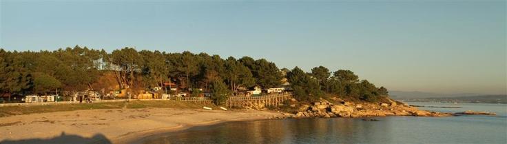 Nuestro camping está situado a pocos metros de la playa de Cabío, en A Pobra do Caramiñal, A Coruña. ¡Estar tan cerca del mar da vida! www.campingriadearosa.com #camping #playa #Galicia #turismo