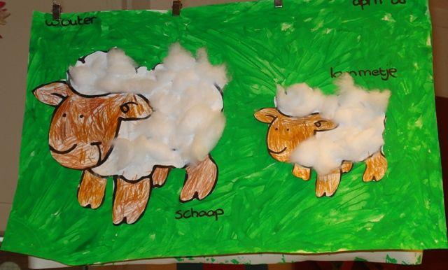 * Schaap opvullen! Zoek voor de allerjongsten een eenvoudig plaatje van een schaap en laat hen deze vullen met watten, de kop kleuren met wa...