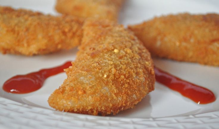 Rissoles, known as rissóis is a Portuguese snack. These are a breaded pastry shaped as half-moon, usually filled with fish or shrimp in Béchamel sauce and then deep fried. I came to know about this snack from Goan food Recipes, while browsing for some Goan recipes and promptly decided to try it out.