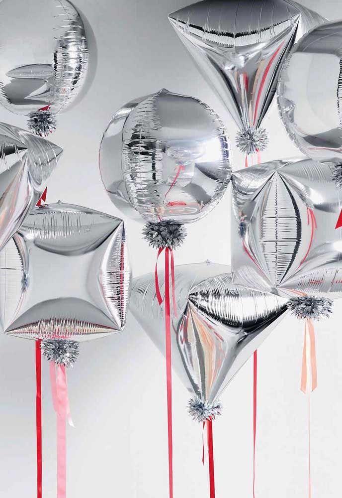 Fitas Vermelhas Para Contrastar Os Baloes Prata Baloes Metalicos