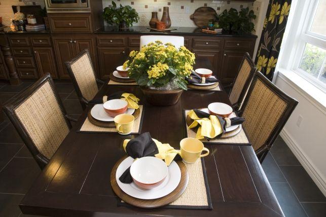 Idei pentru aranjarea mesei in dining- Inspiratie in amenajarea casei - www.povesteacasei.ro