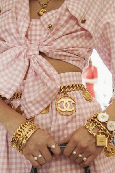 At the Shops | Vintage Chanel : 10 Easy Pieces