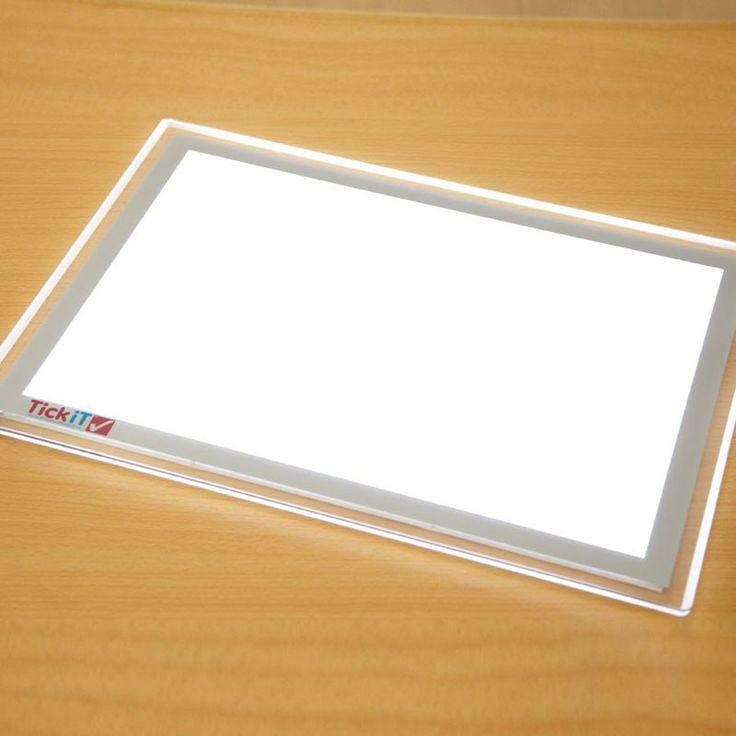 Het gebruik van een goede lichttafel stimuleert kinderen en verbetert het leerproces.