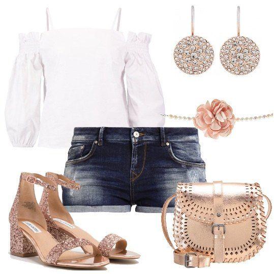 Shorts+di+jeans,+camicetta+bianca+con+spelle+scoperte+e+maniche+a+3/4,+sandali+con+tacco+medio,+borsa+a+tracolla,+orecchini+e+collana+con+grande+fiore.+Gli+accessori+dominano+in+questo+look+unendo+l'oro+e+il+rosa,+creando+un+insieme+romantico+e+trendy+perfetto+per+passeggiate+al+mare,+aperitivi+e+feste+in+piscina.