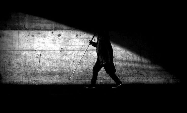 O cego maldisposto http://palavrasdoabismo.blogspot.com/2017/02/pessoas-estranhas-50-o-cego-maldisposto.html #pessoas #social #transportes #lisboa
