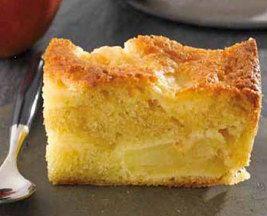 APPELCAKE * Bereidingstijd: 15 min * Kooktijd: 45 min * Type gerecht: Dessert Ingrediënten (8 pers.) : - 4 grote appels (ongeveer 1,2 kg) - 1 citroen - 150 ml suiker (ongeveer 150 g) - 3 eieren - 180 g gesmolten boter - 300 ml bloem (ongeveer 150 g) - 1 snuifje zout - 5 ml bakpoeder (1 koffielepel) - 20 g boter en 25 ml bloem Bereiding: