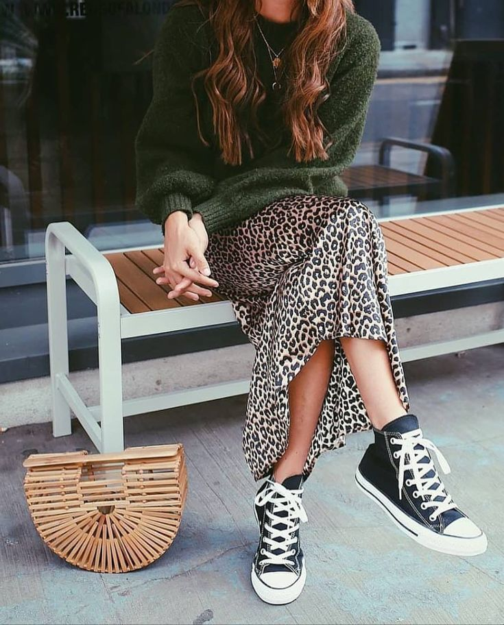 Outfit | Winter | Street style | Knitwear | Leopard skirt | All stars | Converse | Woven bag | Outfit of the day | Inspiration | More on Fashionchick