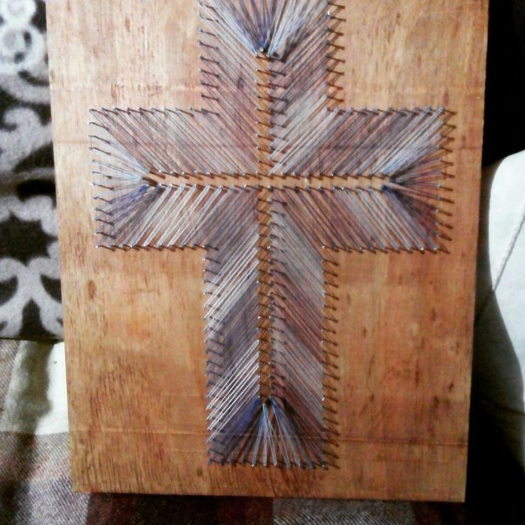 Cuadro de hilo fondo caoba , hilo azul ficalizado , madera