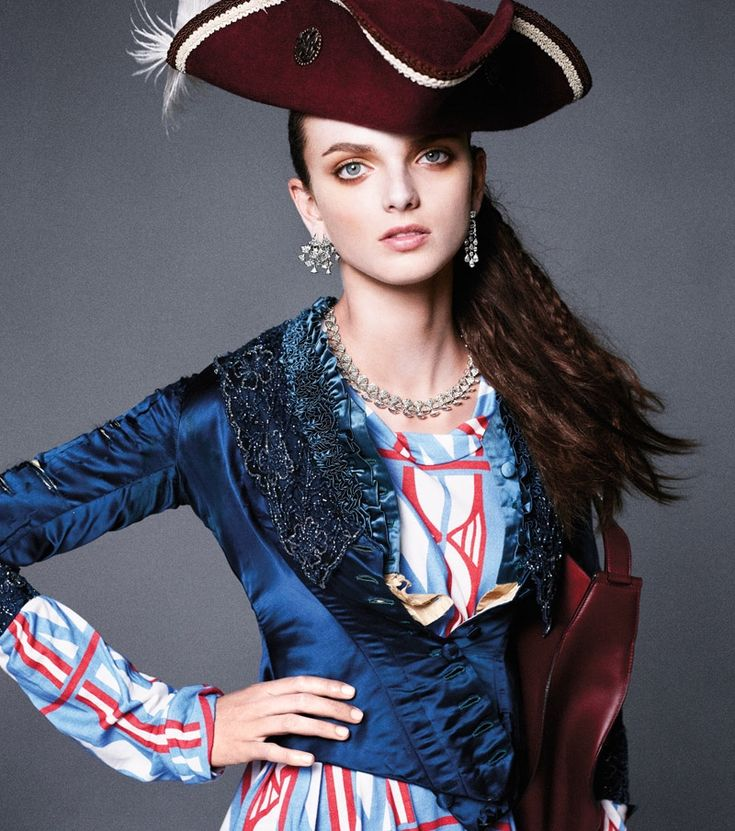 Carine-Roitfeld-Pirates-Princesses-BAZAAR-Fashion07