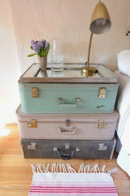 maletas antiguas como mesilla de noche ideas eco maletas pinterest d co. Black Bedroom Furniture Sets. Home Design Ideas