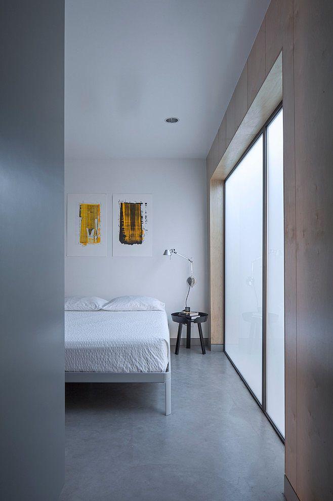 Главное от чего не стоит отказываться в маленькой квартире - это полноценная и удобная кровать. .
