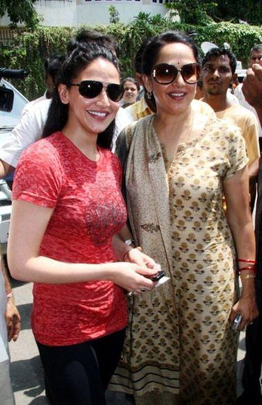 Hema Malini With Her Daughter