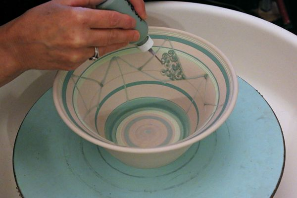 Slip Trailing Underglaze On Greenware Ceramic Arts Network Ceramics Pottery Making Illustrated Ceramic Art