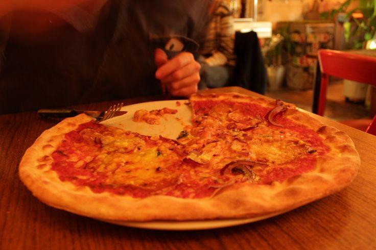 Me digging into the Pizza Diavolo #pizza